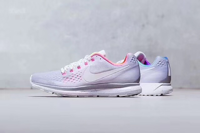 "Nike Air Zoom Pegasus 34 BeTtrue透气跑步鞋""银彩虹"""