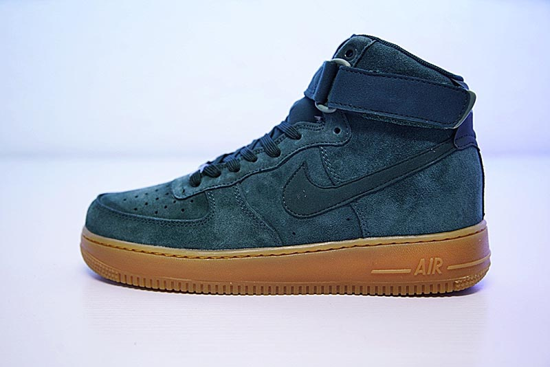 Nike Air Force 1 High '07 LV8 Suede 空军一号